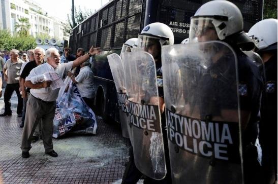 """Résultat de recherche d'images pour """"manifestation de retraités en Grèce"""""""