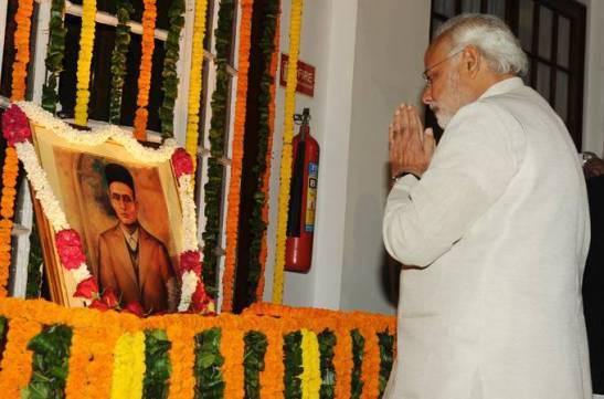 Narendra_Modi_pays_tributes_to_Veer_Savarkar
